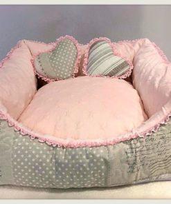 Cuccia per cani rosa
